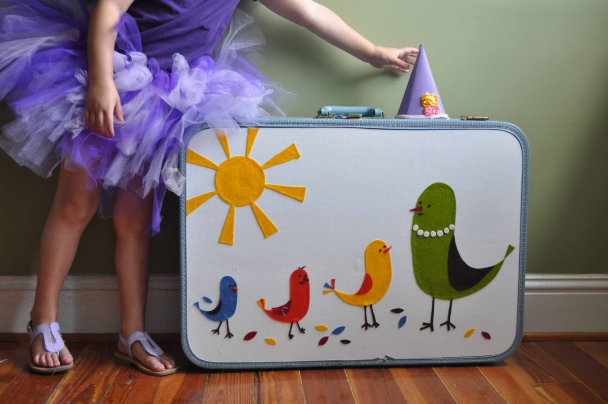 UP CYCLE STYLE: SUITCASE DOLLHOUSE